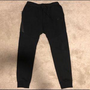 NWOT Nike Black Tech Fleece Pants Large